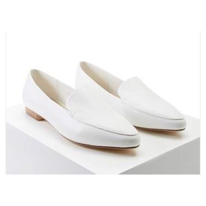 Pointed flats - white